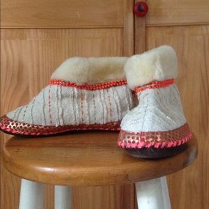 SHEARLING BEADED BOOTIES MADE IN INDIA  SIZE 8/9